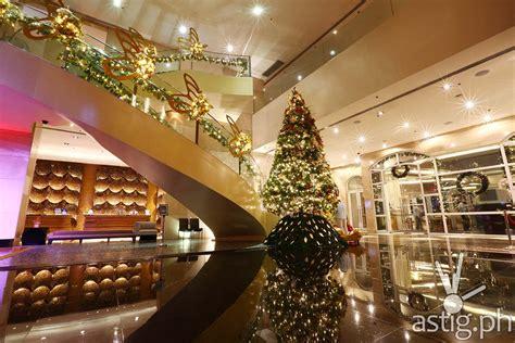marriott manila lights up 26 foot christmas tree astig ph
