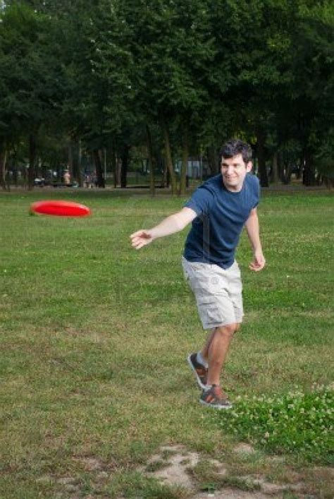 how to a to play frisbee play frisbee summer 2014
