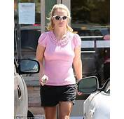 Pearly Britney Spears Stepped Out In Her Thousand Oaks Neighbourhood