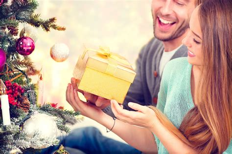 Couple Gift Wallpaper | sweet couple love and giving gift new hd wallpapernew hd