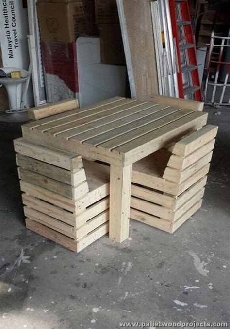 Pallet Table And Chairs by Pallet Wood Recycling Projects Pallet Wood Projects