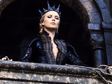film evil queen kiss my wonder woman kristen stewart didn t ruin snow