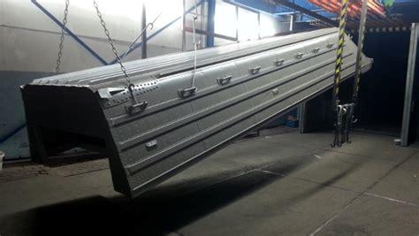 aluminium boot stralen renovatie aluminium pontonboot poedercoaten voorbehandelen