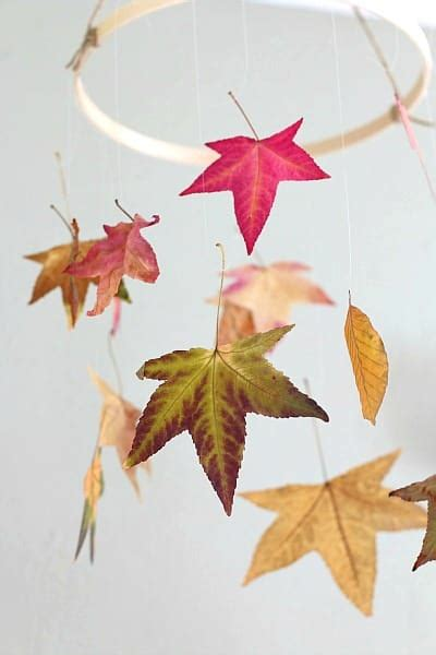 30 cool ways to use autumn leaves for fall home d 233 cor how to preserve leaves fun fall craft for kids buggy