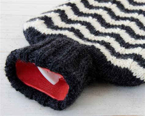 how to knit zig zag stripes water bottle cover knitted in chevron zig zag stripe