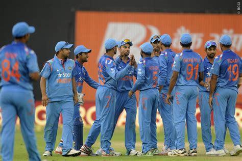 team india india vs sri lanka dhoni less team india arrives in