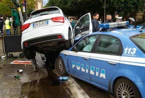 volante polizia volante polizia perde controllo e finisce contro un suv