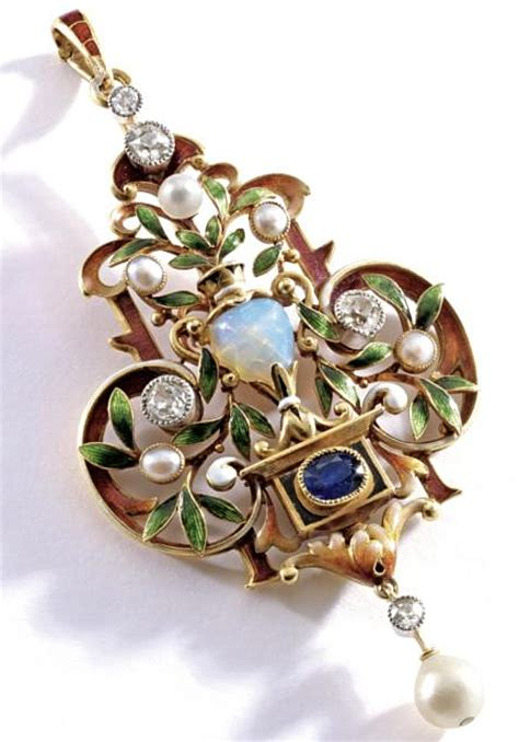 history of jewelry justfabulousme history and style of jewelry and fashion