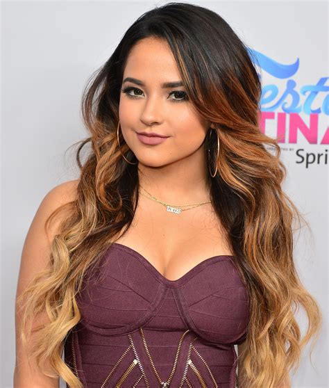 becky g shows off a short new hairstyle twist