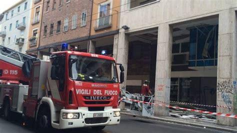 ufficio stato civile napoli crolla il solaio dell ufficio comunale paura a portici