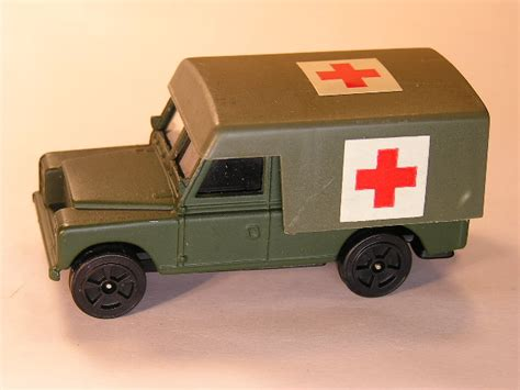 land rover corgi corgi juniors land rover ambulance