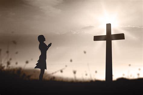 imagenes de personas orando a dios personas orando de rodillas related keywords personas