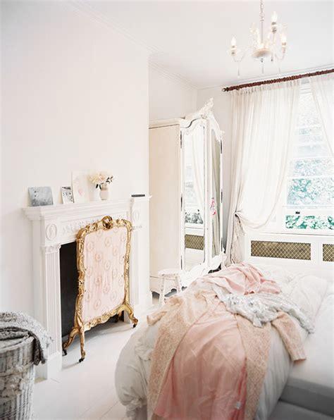 shabby chic bedroom     lonny