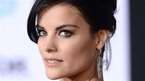 thor film heroine name thor actress jaimie alexander dons outrageously revealing