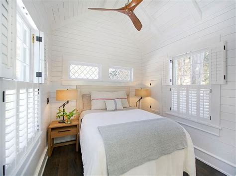 Cottage Bedroom Vaulted Ceiling 1000 Ideas About Beige Headboard On White