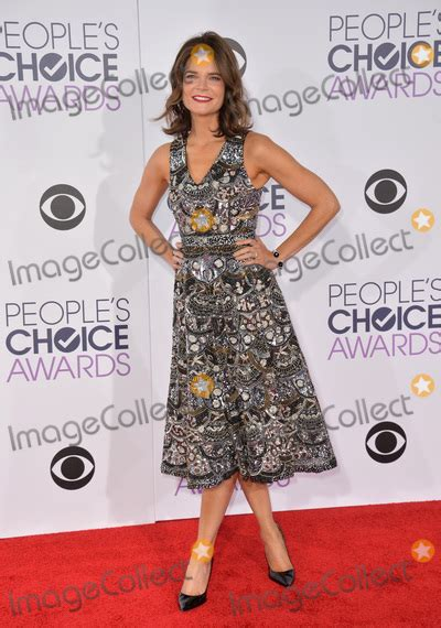 betsy brandt at critics choice awards los angeles betsy brandt pictures and photos