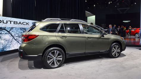 subaru outback 2018 vs 2017 2018 subaru outback new york 2017 photo