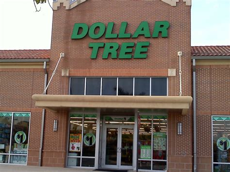 tree shop warehouse dollar tree store 3711