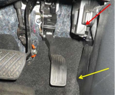 nissan versa investigation driver  foot stuck  gas