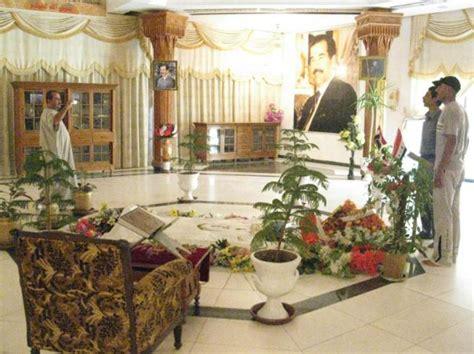 casa saddam destruida la tumba de sadam husein en los alrededores de