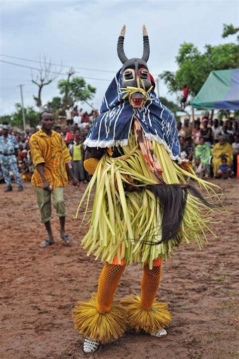 ivory coast traditional dance zaouli google zoeken ideas ethnic pinterest