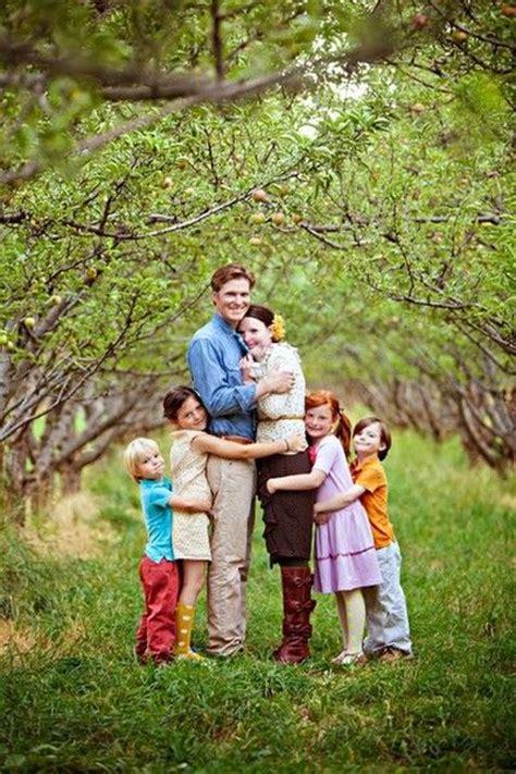 family portrait ideas poses on pinterest family cute family pose family photo clothing ideas pinterest