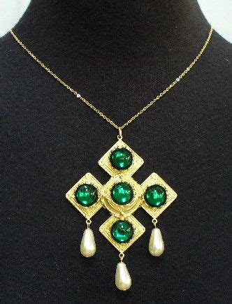 Mila Nigana Ungu By Mila Collection Amr aragon catherine o hara and necklaces on