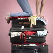 una valigia sul letto la valigia sul letto