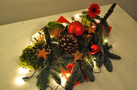 Tafel Kerstversiering Maken by Kerststukje Maken Op Tafel Christmaholic Nl