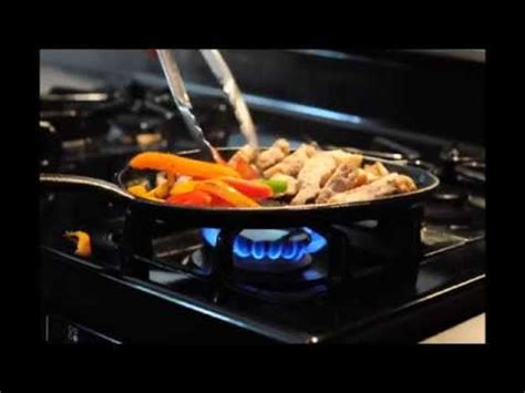 how to cook with cast iron youtube how to cook with pre seasoned cast iron fajita pans youtube