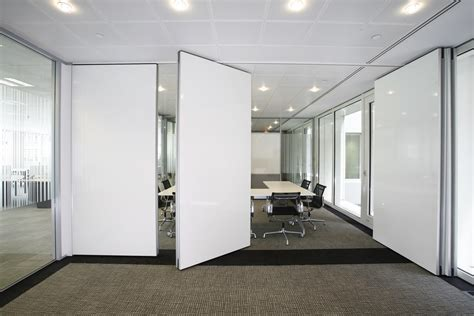 Moveable Wall | moveable wall systems fit out contracts ltd