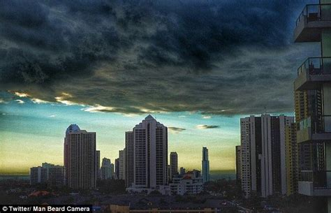 storm rolls in over the gold coast as they prepare for