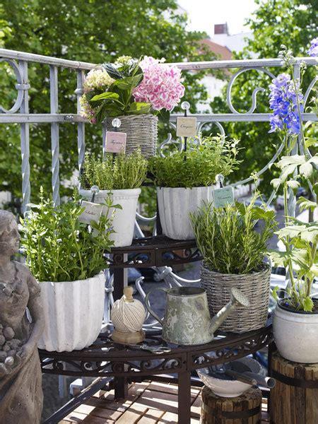 gardening balkon gem 252 se und kr 228 uter auf dem balkon