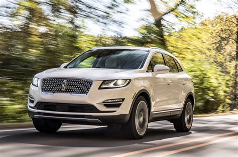 2019 Lincoln Mkc by 2019 Lincoln Mkc Gets A Sexier Mug And Loses Its Wings