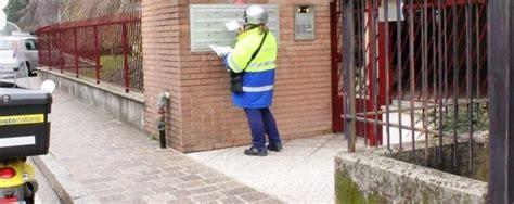 ufficio passaporti monza il postino va di fretta e non consegna le raccomandate