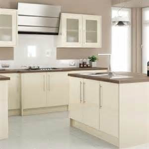 Homebase Kitchen Design by 25 Best Ideas About Cream Gloss Kitchen On Pinterest