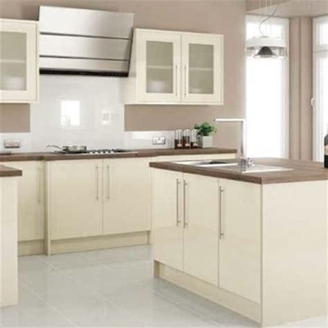 cream gloss kitchen tile ideas 25 best ideas about cream gloss kitchen on pinterest