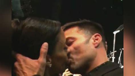 hombres al desnudo galera wonderwall latino mujer pag 243 90 mil d 243 lares por beso de ricky martin telemundo