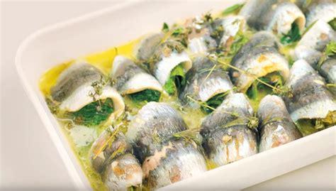 comment cuisiner des filets de sardines la recette des sardines farcies aux herbes la recette