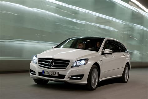 who makes mercedes mercedes makes the 2011 r class less to the