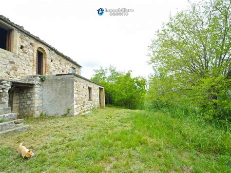 cottages for sale in italy cottage with land for sale in abruzzo carpineto