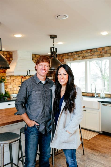 photos hgtv s fixer upper with chip and joanna gaines hgtv fixer upper country style in a very small town hgtv s