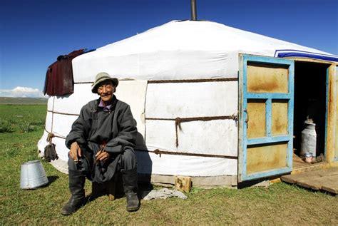 hutte mongole habitats circulaires constructeur d 244 mes z 244 mes