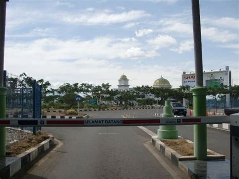 banda aceh is one of the strictist muslim areas within