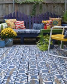 An area rug effect in a wood patio painted in a blue and white
