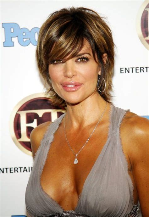 does lisa rinna wear a wig lisa rinna short layered bobs and layered bobs on pinterest