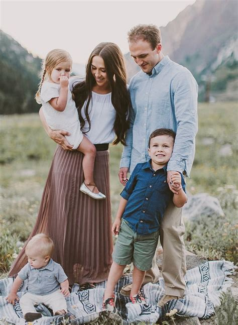 5 Adorable Families Celebrating Easter by 25 Best Ideas About Family Photos On Family