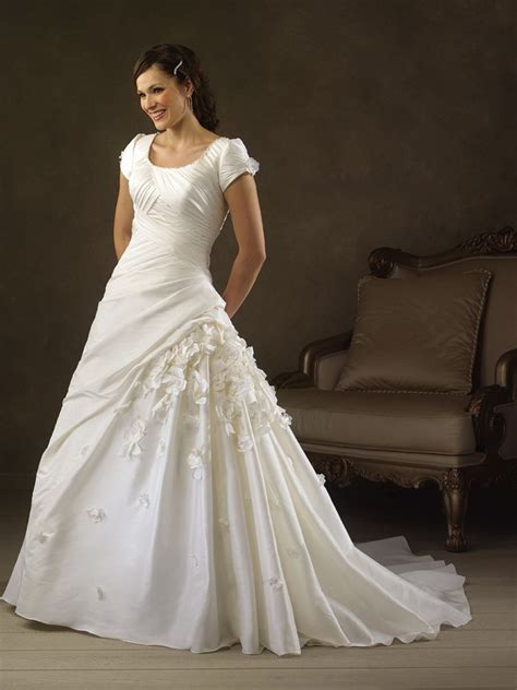 wedding gowns  sleeves
