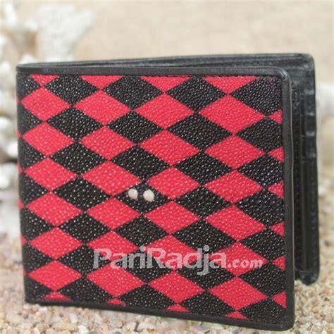 Dompet Ikan Pari Asli Motif Tetes Hitam dompet pria kulit ikan pari motif bujur merah hitam kerajinan kulit ikan pari