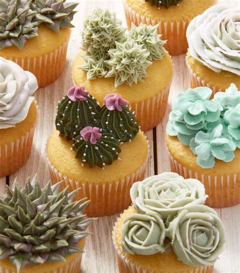 decorating cupcakes best 25 graduation cupcakes ideas on pinterest